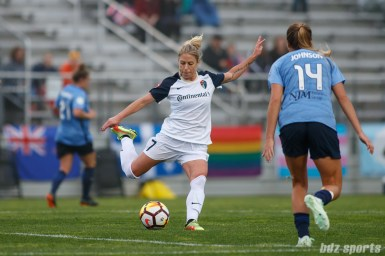 North Carolina Courage midfielder McCall Zerboni (7)