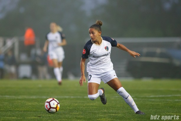 North Carolina Courage midfielder Debinha (10)
