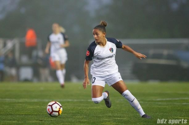 North Carolina Courage midfielder Debinha (10)