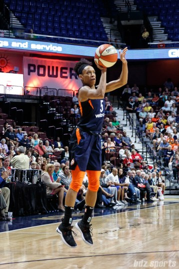 Connecticut Sun guard Jasmine Thomas (5)