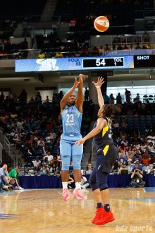 Chicago Sky guard Linnae Harper (23)