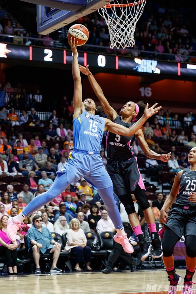 Chicago Sky forward Gabby Williams (15) and Connecticut Sun guard Jasmine Thomas (5)