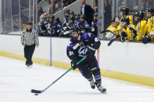 Minnesota Whitecaps forward Amy Menke (21)