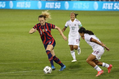 USWNT midfielder Samantha Mewis (3) with the ball in the first of two 2021 WNT Send-Off Series games between the USWNT and Mexico at Rentschler Field in East Hartford, CT on July 1, 2021.