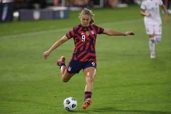 USWNT midfielder Lindsey Horan (9) sends in a cross in the first of two 2021 WNT Send-Off Series games between the USWNT and Mexico at Rentschler Field in East Hartford, CT on July 1, 2021.