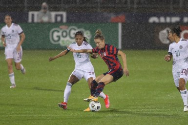 USWNT midfielder Kristie Mewis (6) controls the ball in the first of two 2021 WNT Send-Off Series games between the USWNT and Mexico at Rentschler Field in East Hartford, CT on July 1, 2021.