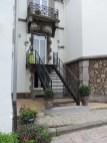 Nouvel escalier métallique donnant sur l'entrée de la maison