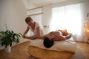 Angela Kulka bei der Ayurvedischen Massage