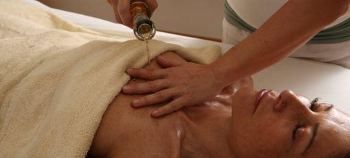 Abhyanga – Massage mit warmen Öl