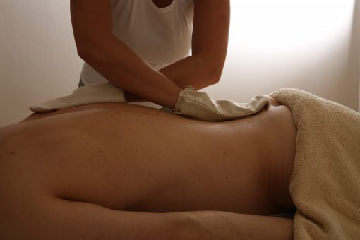 Garshana – Seidenhandschuh Massage