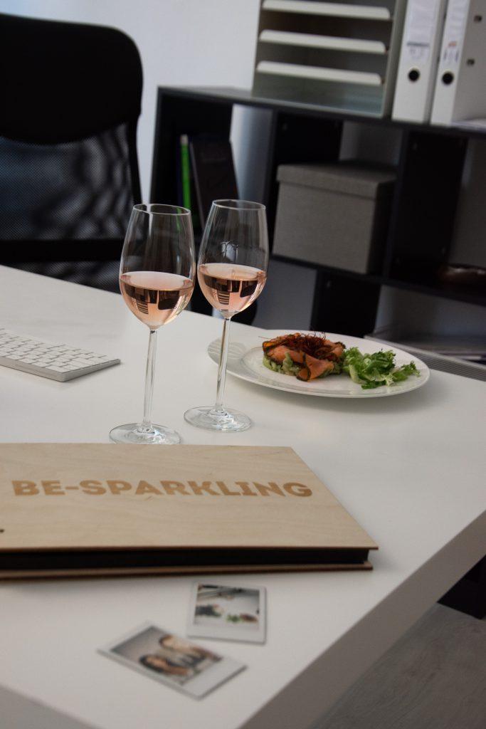 Vin de Provence, Rosé Wein, Büro, Office, Salat, Be sparkling, Kamera