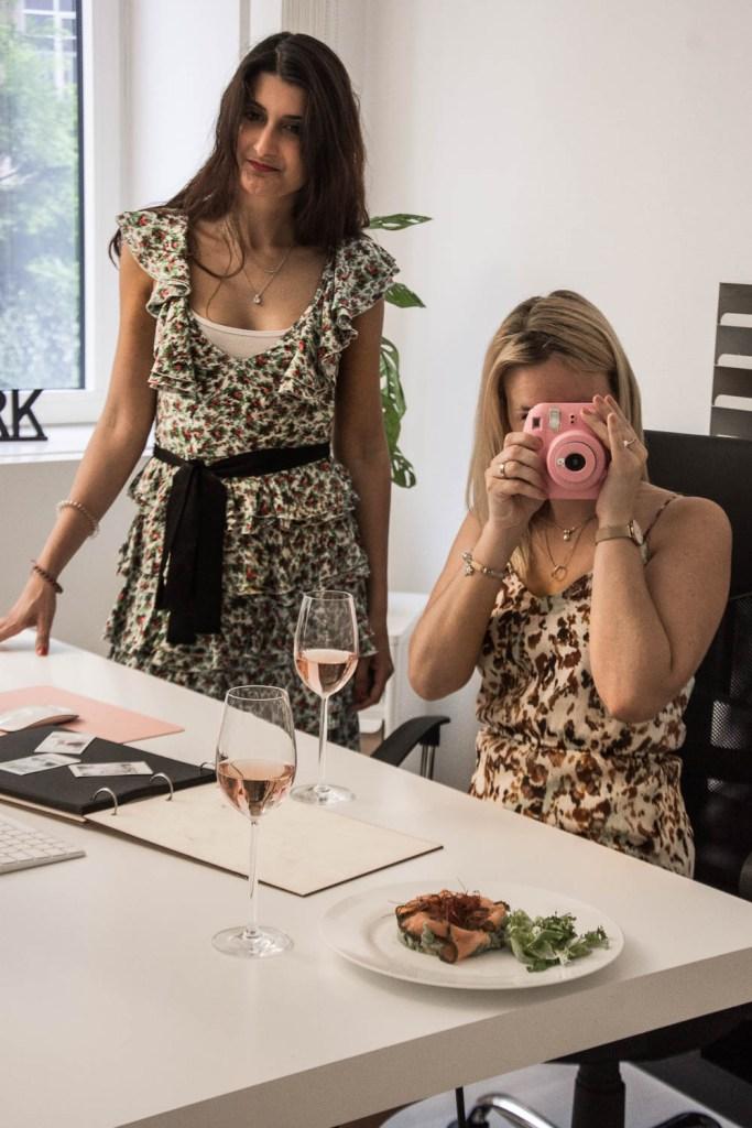 Vin de Provence, Rosé Wein, Büro, Office, Salat, Sommerkleid, Miriam Ernst