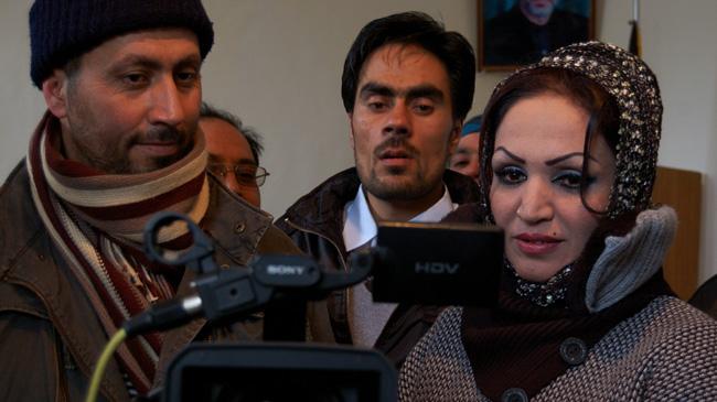 দুই দেহরক্ষীসহ আফগান অভিনেত্রী গুলিবিদ্ধ