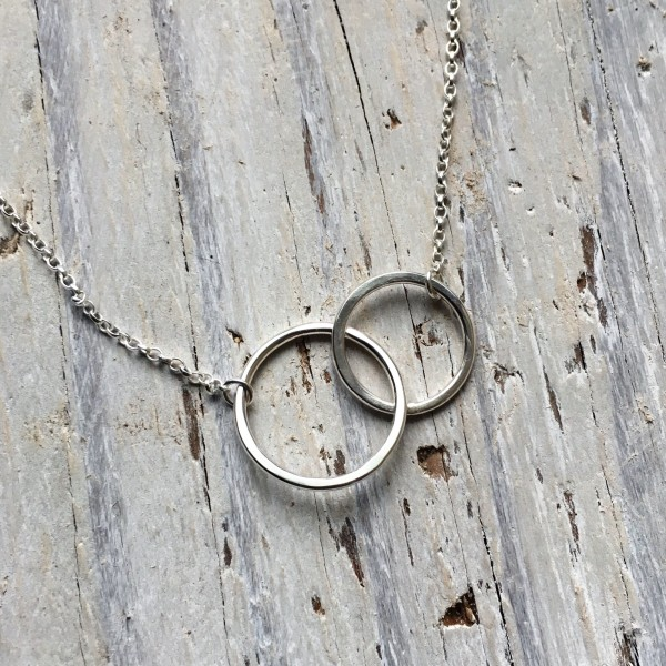 linked circles pendant