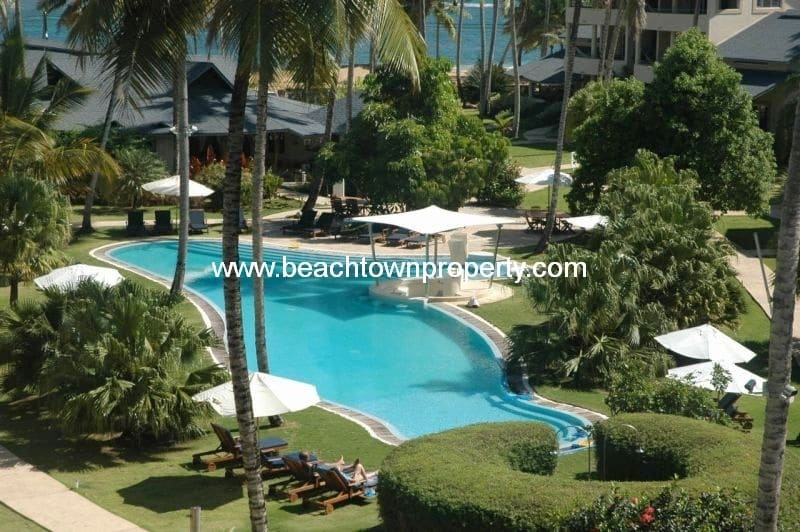 Furnished Beach front apartment with maid service included