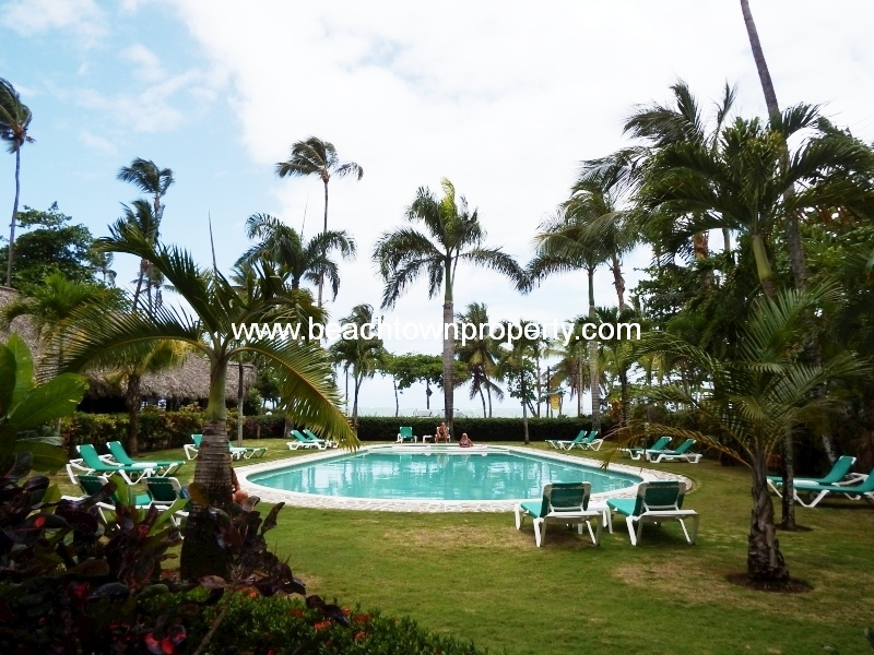Las Terrenas beach front apartment shared pool