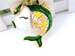 Betsey Johnson Green Kissing Fish Pendant
