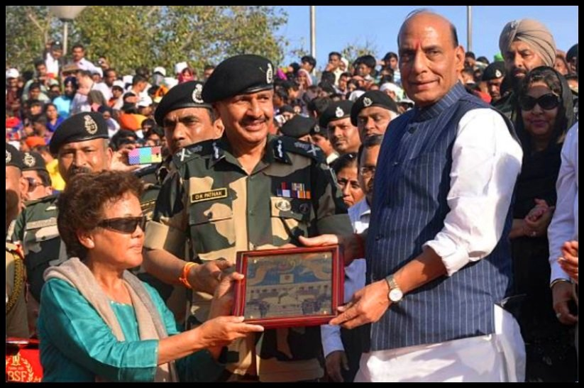Bachendri-Pal-with-home-minister-of-India-Rajnath-Singh-Be-An-Inspirer