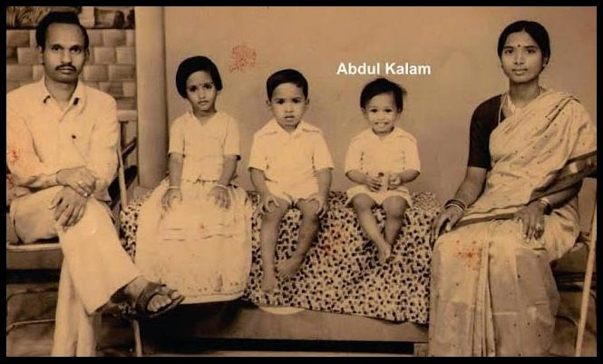 Childhood-photo-of-A-P-J-Abdul-Kalam-with-his-family-Be-An-Inspirer