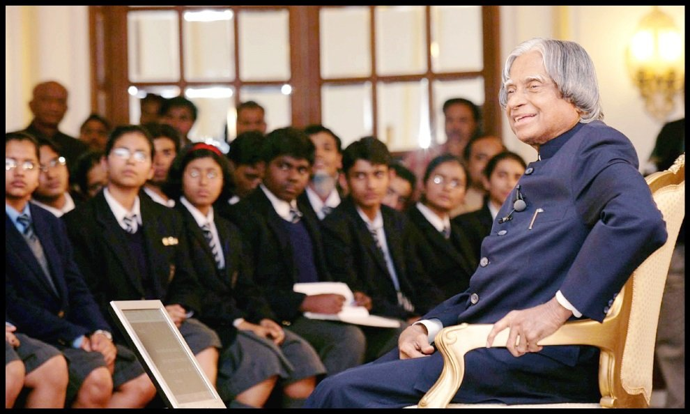 Dr-A-P-J.-Abdul-Kalam-with-students-Be-An-Inspirer