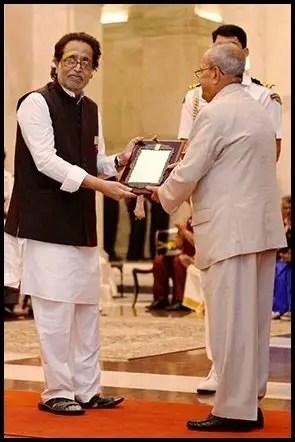 Hridaynath Mangeshkar receiving Sangeet Natak Akademi Fellowship and Awards from 13th President of India Pranab Mukherjee
