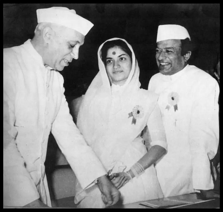 V-Shantaram-and-his-wife-Sandhya-with-Jawaharlal-Nehru-Be-An-Inspirer
