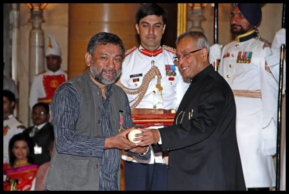 Pablo-Bartholomew-receiving-the-Padma-Shri-Award-from-13th-President-of-India-Pranab-Mukherjee-in 2013-Be-An-Inspirer