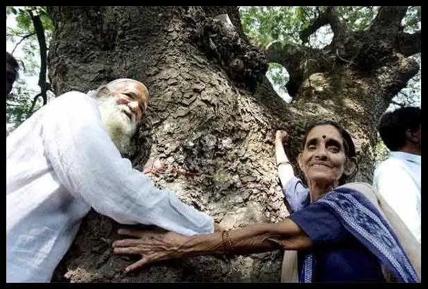 Chipko-Movement-leader-Sunderlal-Bahuguna-with-his-wife-Vimla-Bahuguna-Be-An-Inspirer