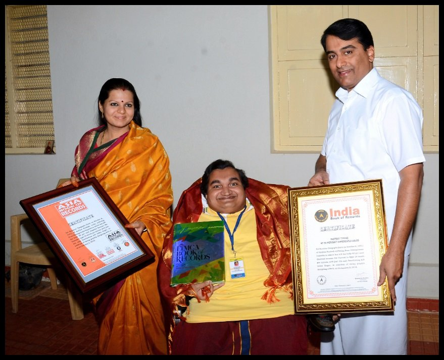 Mr. R. J. Ratnakar, Trustee of Sri Sathya Sai Central Trust felicitating Sai Kaustuv on 19th February 2018