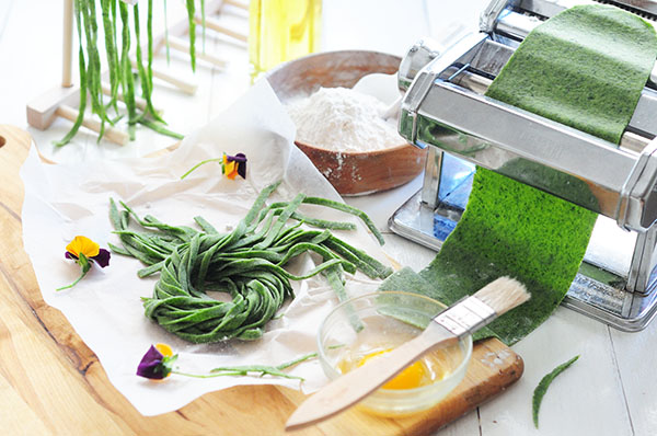 Homemade Spinach Spaghetti Recipe 自製菠菜義大利麵 綠油油的春天麵條