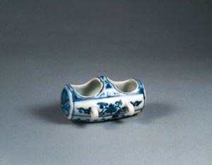 A porcelain bird feeder (1426-1435) from the Ming dynasty. © Trustees of the British Museum