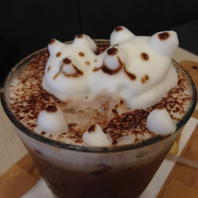 3D hot chocolate art on an iced chocolate, Mace, Mace KL, dogs in a chocolate
