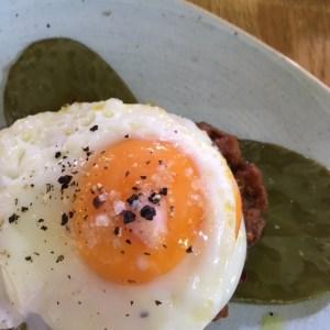 Egg no pales, coffee, garden centre