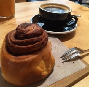 What a cinnamon bun! Refinery coffee, Berlin
