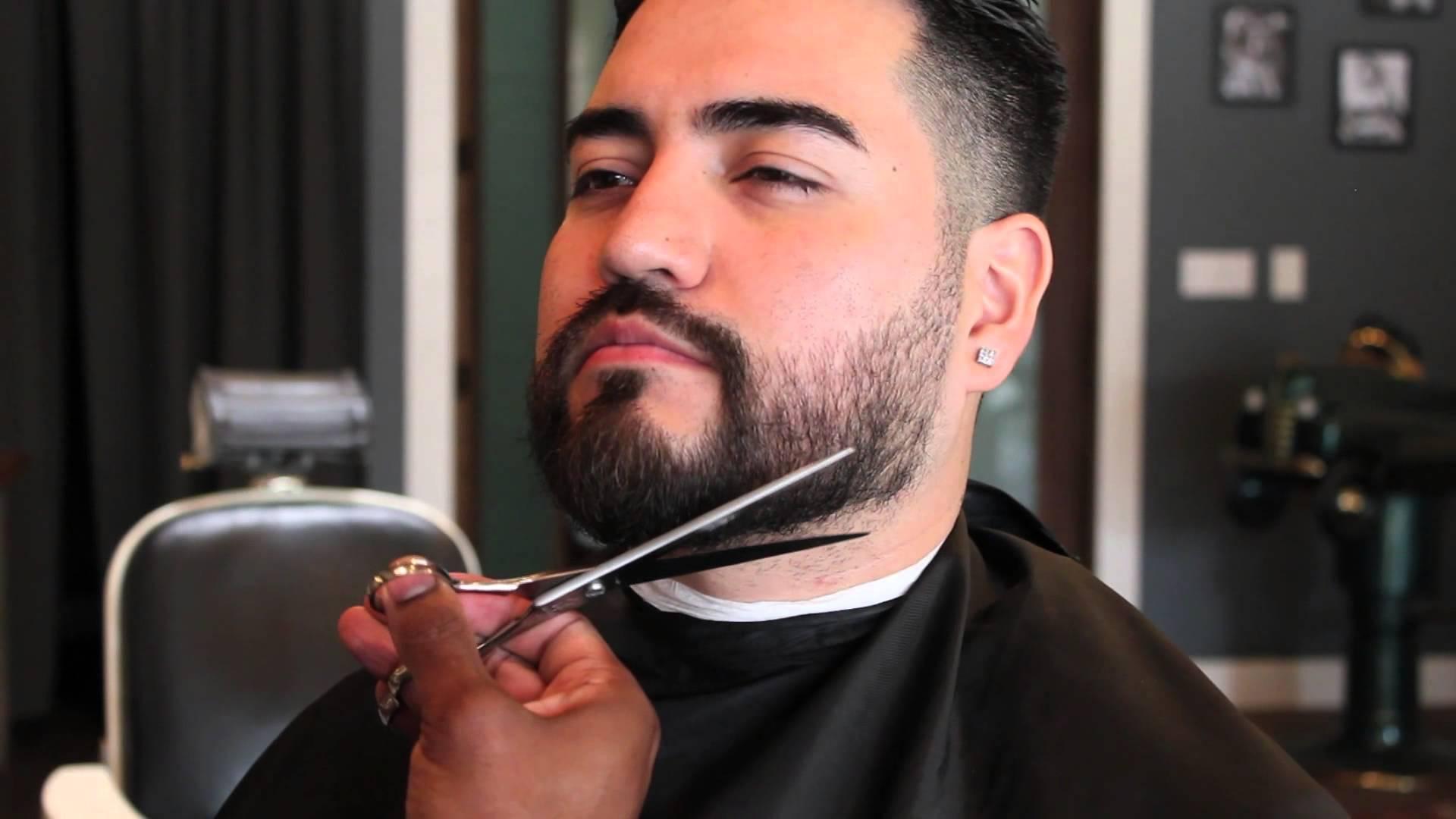 trim-beard-edges-neck