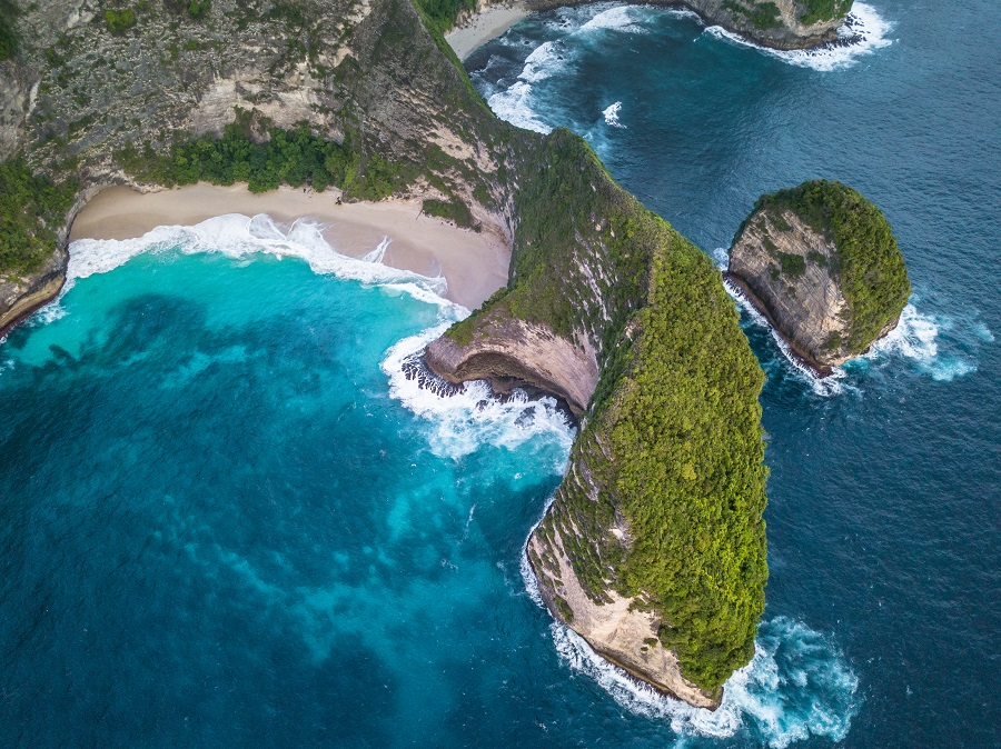 Kelingking Beach, Nusa Penida, Bali, Indonesia, Samoa, Portugal, Guatemala, South Africa, Nepal, Thailand, India, Indonesia, Peru, Egypt, Top 10 Countries to Travel on a Budget, Check out more at www.beardandcurly.com, Backpacking Budget Countries