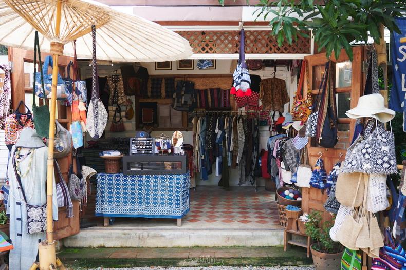 ชุมชนโหล่งฮิมคาว และตลาดฉำฉา