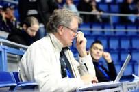 2012_106 - Mats Wennerholm tar sig en titt