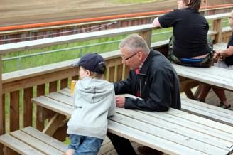 2012_60 - Gillar att vara på speedway med farfar