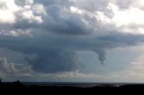 2012_67 - Är det en stor båt som seglar där ovan molnen?