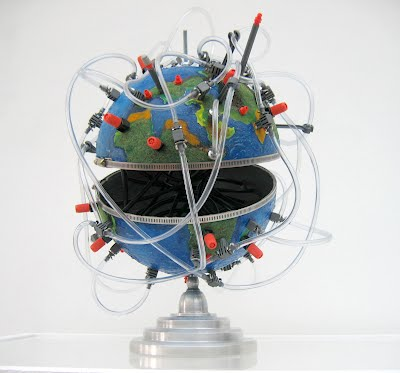 globe hydrographique 2006 Maquette à l'échelle 1 : 51,025,000 Technique mixte, 45x35x40 cm environ Courtesy the artist