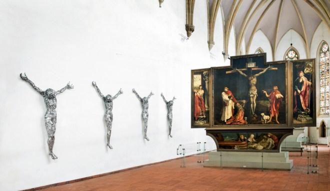 Adel Abdessemed, Décor, 2011-2012, Fil de fer barbelé, Quatre éléments de 223,5 x 174 x 40,6 cm chaque, Collection Pinault Foundation, Courtesy Abdessemed & Zwirner Gallery, New York