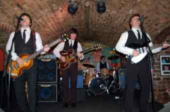 2010_beatle_mania_cavern-club-liverpool_01