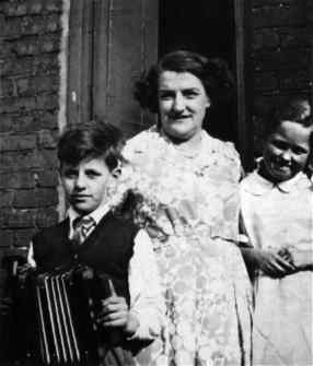 Ringo Starr (Richard Starkey) with his mother Elsie, 1948/9