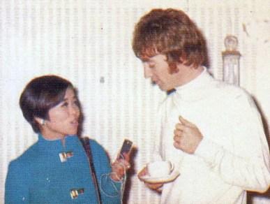 John Lennon with Japanese reporter Rumiko Hoshika, 25 September 1967