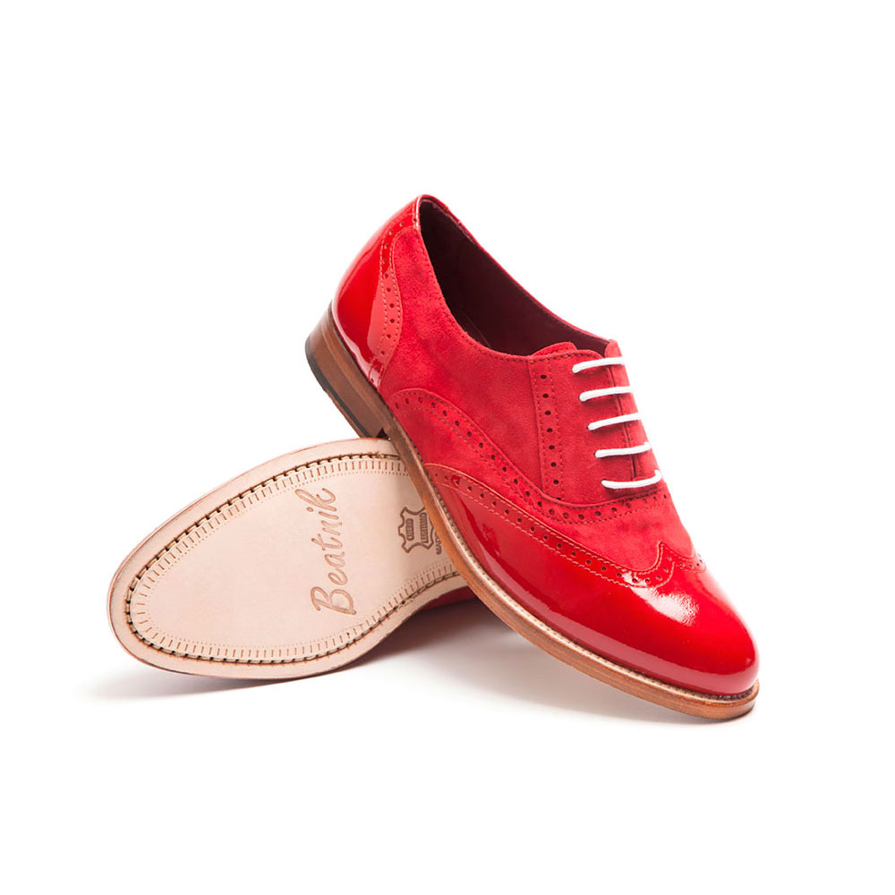 Red oxford shoes in patent leather for women