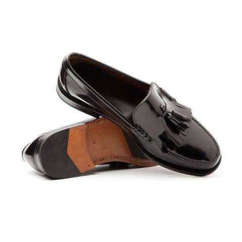Zapato estilo castellano negro de hombre con borlas Hecho a mano en España en piel