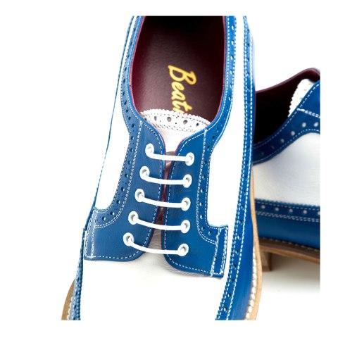 Blucher en piel azul y blanca hombre hecho a mano en España por Beatnik Shoes