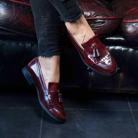 Loafers rojos de mujer con borlas Tammi Red por Beatnik Shoes