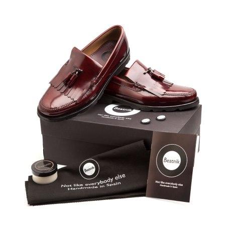 Mocasín flecos y borlas Henry burgundy por Beatnik Shoes